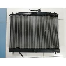 Радиатор охлаждения двигателя Nissan Serena С25